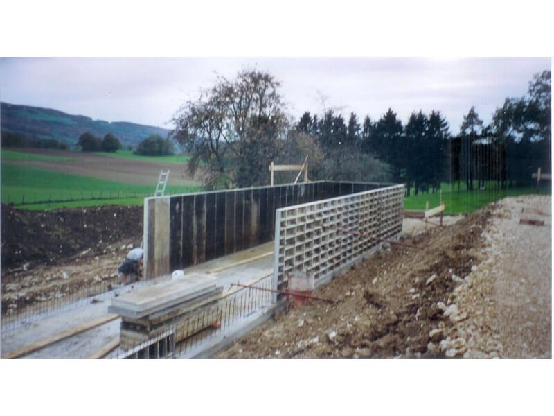 Mur avec coffrage préfabriqué pour ferme agricole